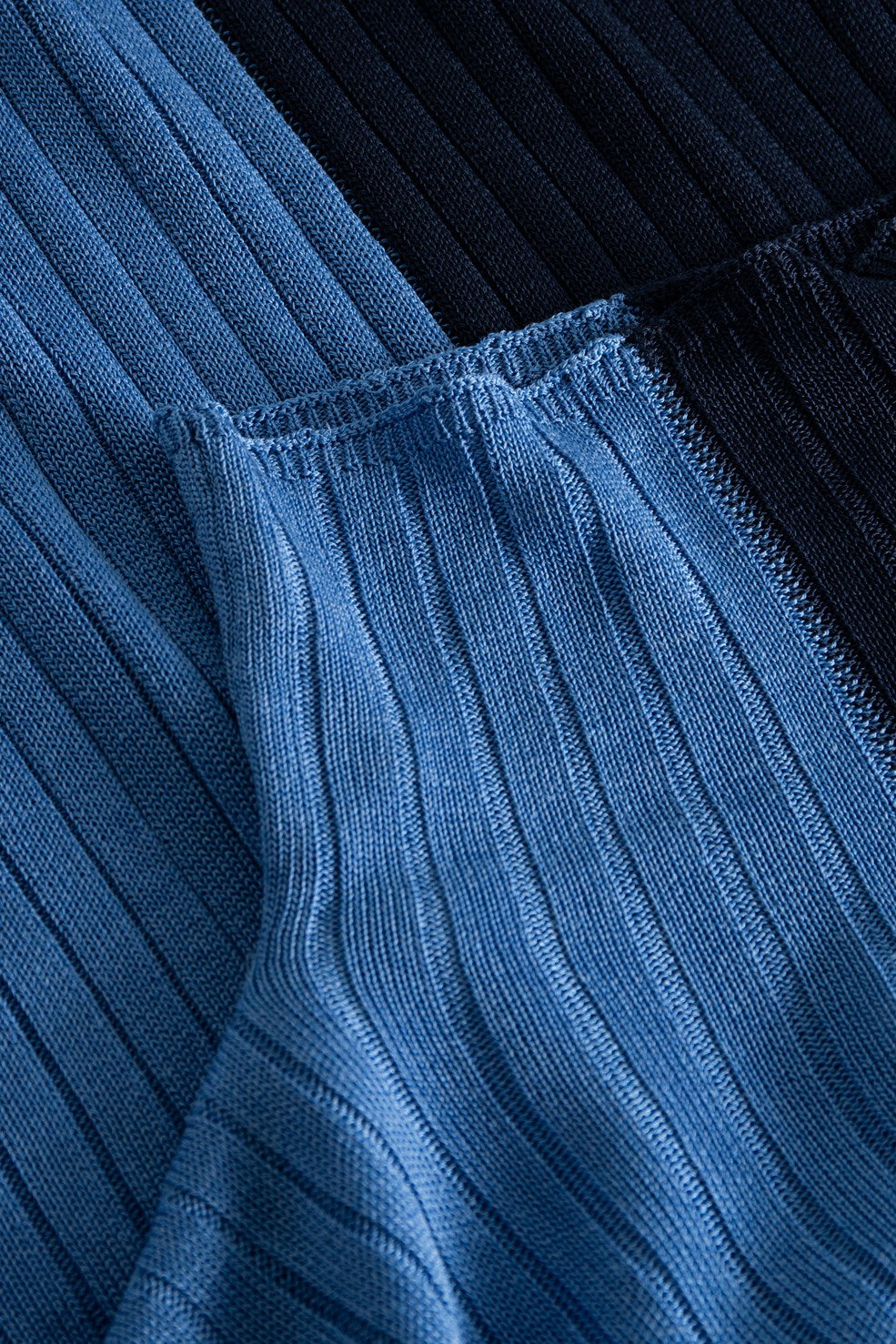 BLUE TWO TONE TURTLENECK BY WOOD WOOD