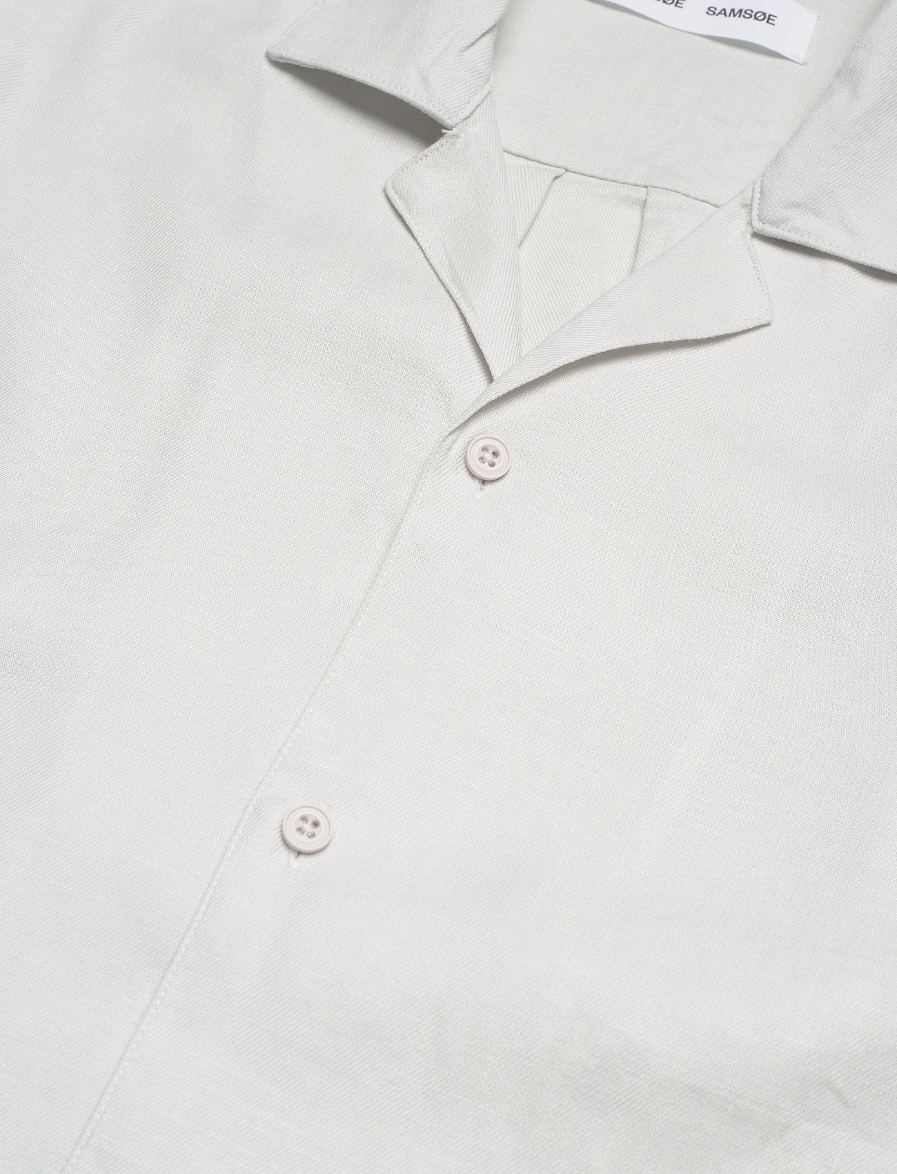 SHORTSLEEVED SHIRT IN LILY WHITE