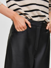 Load image into Gallery viewer, AGNES CROPPED LEATHER PANT