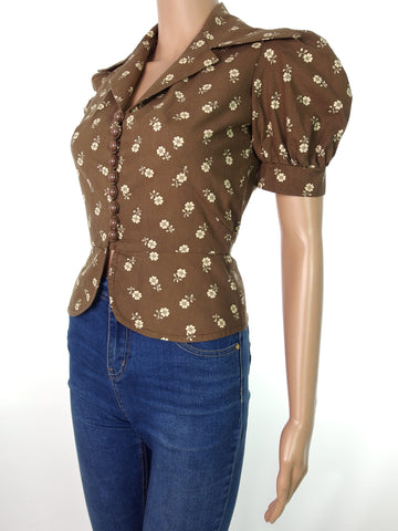 Beautiful 70s Does Deco Style Cotton Peplum Blouse With Pointy Collar Detail In XXS-XS