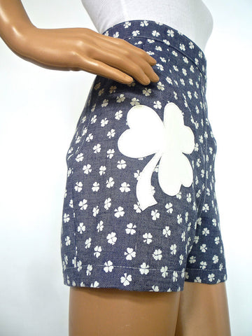 HUZZAR DESIGN 70s Style Clover Print Denim Hotpants with Applique Detail