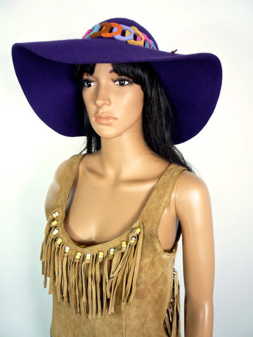HUZZAR DESIGN Gorgeous 60s/ 70s Hippie style purple felt hat with faux suede detail