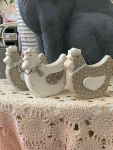 "Cute 4"" Hen Decor"