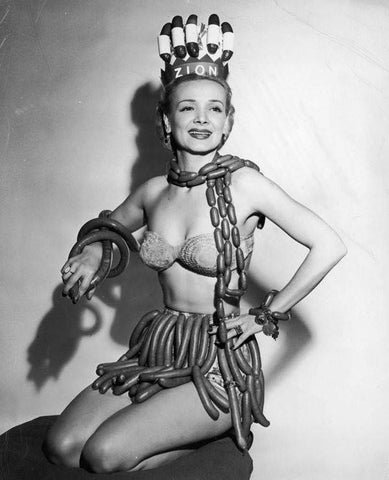 queen-of-hot-dogs | beauty-contest | bizarre-beauty-contest