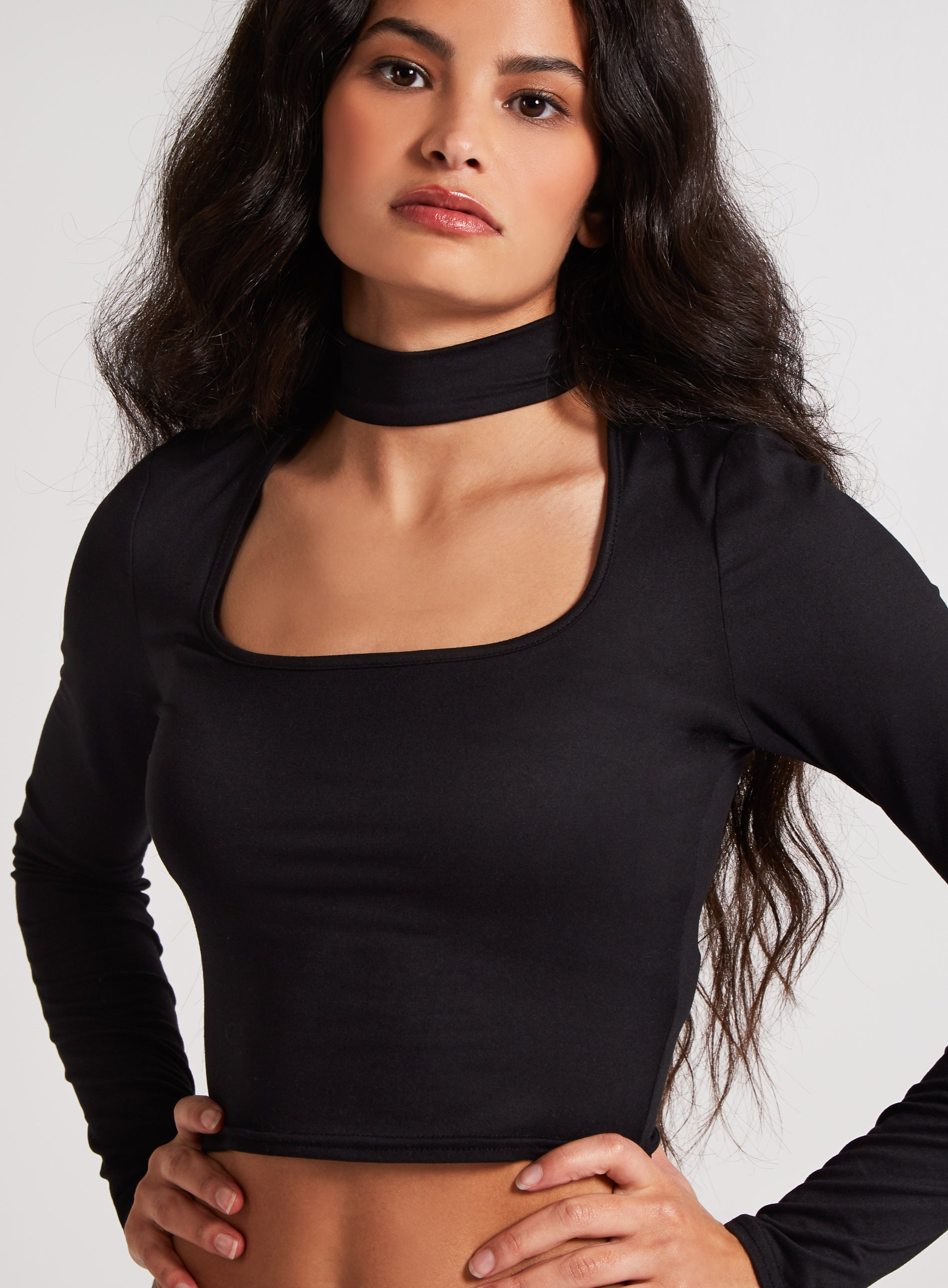 STUBBORN - Scoop Neck Cutout Crop Top