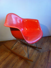 EAMES FIBERGLASS CHAIR