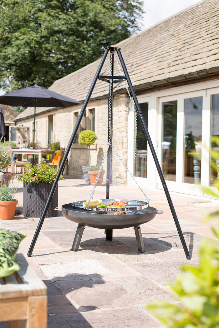 Tripod Firepit with Hanging Grill