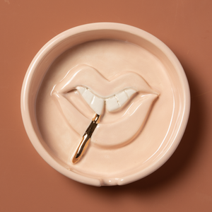 Load image into Gallery viewer, Lux Eros x LEUNE Lips Ash Tray