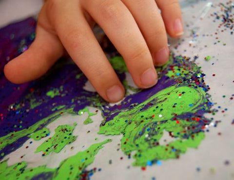Less mess arts and crafts that kids will love marbled painting