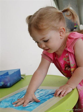 No mess arts and crafts for kids - painting in a bag