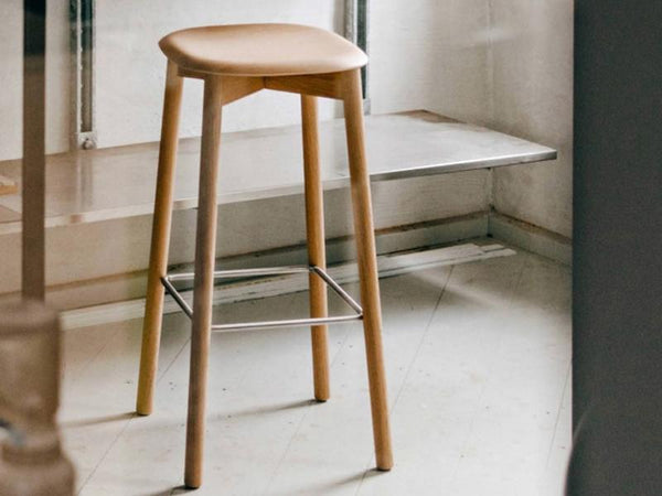 SOFT EDGE 32 BAR STOOL LOW WOOD FRAME