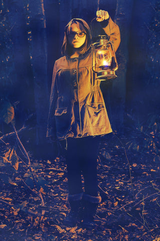 Color blend mode on an image of a girl holding a lantern outdoors