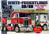 AMT1046 - White Freightliner Single Drive & Cab or Dual Drive & Sleeper Cab, 1:25 Scale