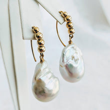 Load image into Gallery viewer, Baroque freshwater pearl earrings