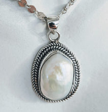 Load image into Gallery viewer, Sterling silver rope pendant with large pearl