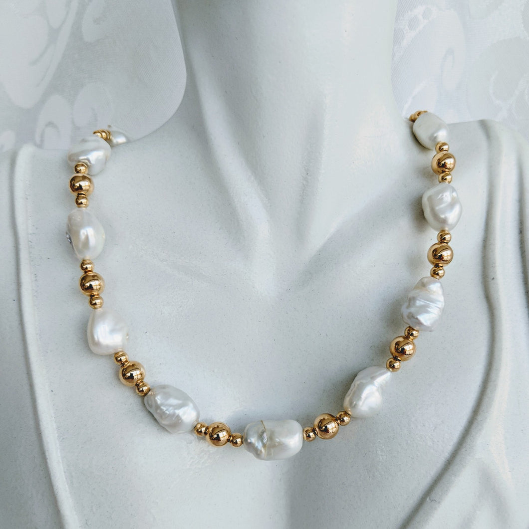 Keshi pearl with alternating gold