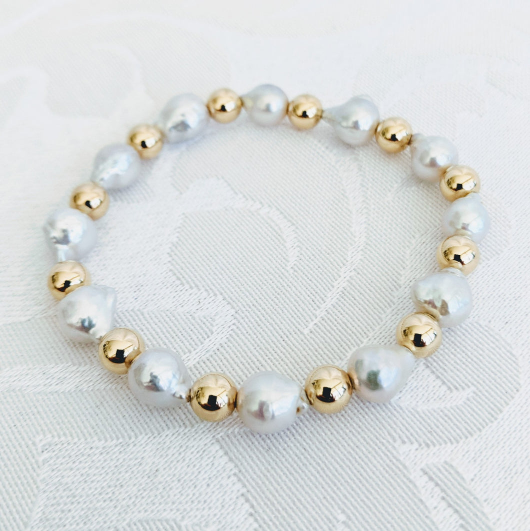 Charmante Baby Baroque pearl with gold