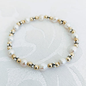 Charmante - Baby Baroque pearl bracelet with silver caviar and 14 k gold fill
