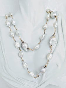 Long Freshwater Baroque and Keshi pearl with gold