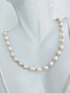 Elegant Baby Baroque pearl necklace with gold accents