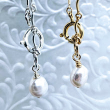 Load image into Gallery viewer, Curved bar bracelet with pearl