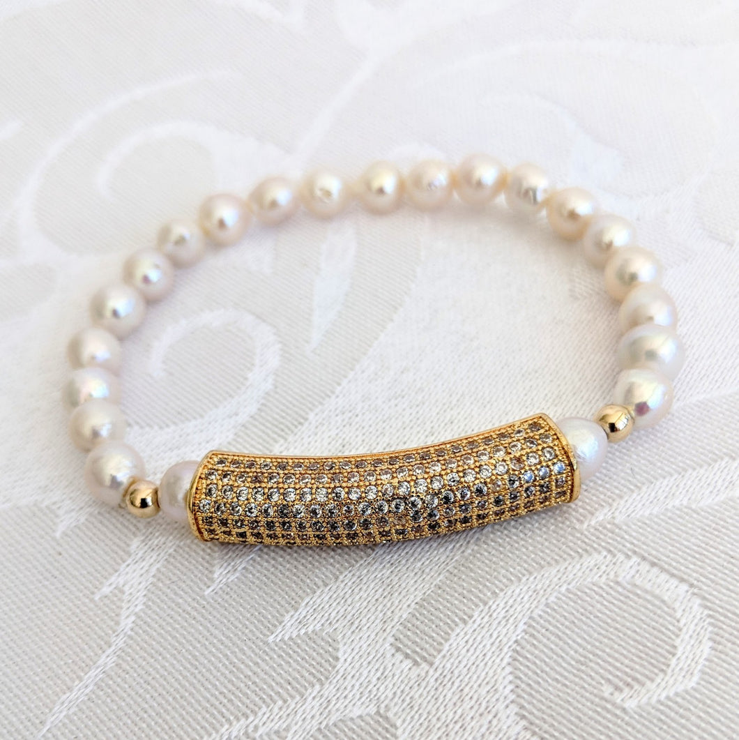 Baby Baroque pearl bracelet with gold cubic zirconia bar