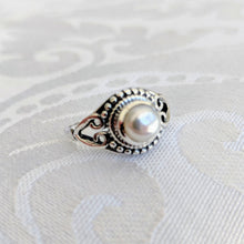 Load image into Gallery viewer, Sterling silver pearl ring