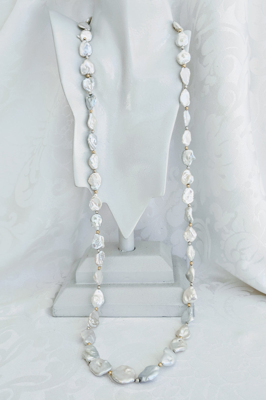Long graduated Keshi pearl necklace
