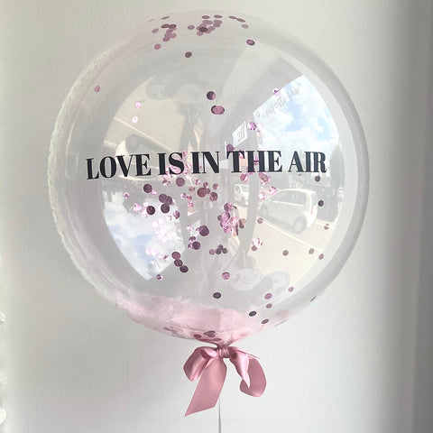 Clear Bubble ballon m. tekst, fjer & confetti - Design 2