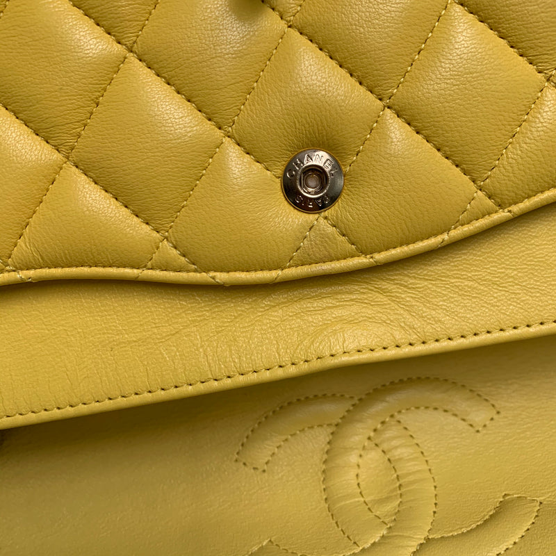 Classic Flap M/L Lambskin with Light GHW