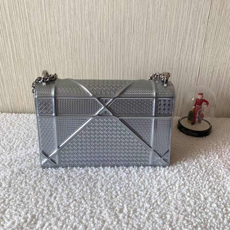Diorama in Metallic Calfskin Silver Flap Bag Medium - Bag Religion