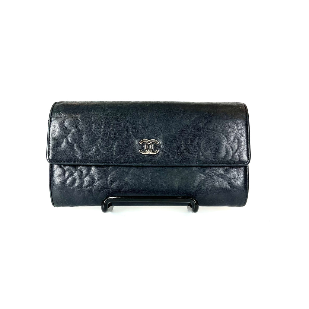 Camellia Lambskin Leather Wallet in Black