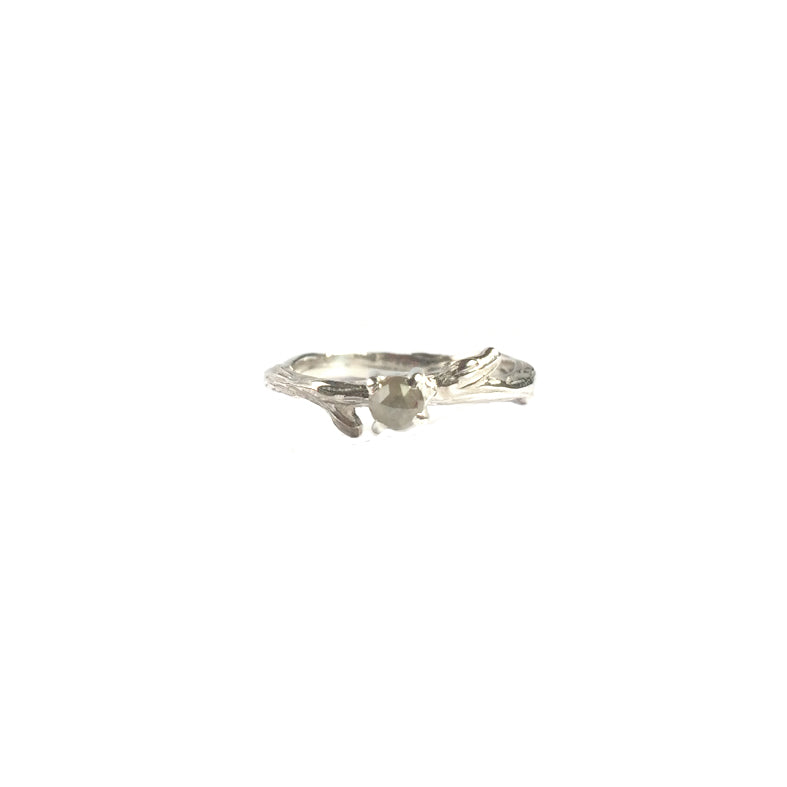 Hunt Of Hounds Twig Ring with Grey Diamond