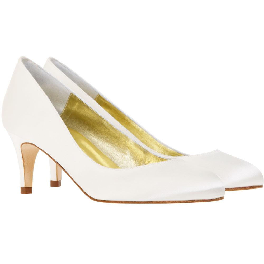 Holly. Low court shoe handmade in Ivory Duchess silk satin.