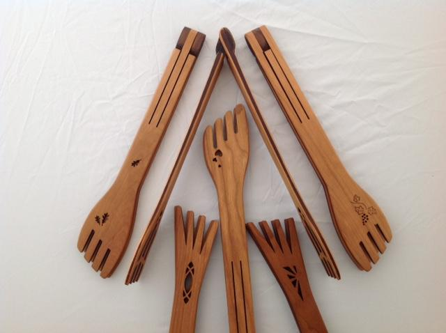 Fold flat cherry wood salad tongs - The Highlight Gallery