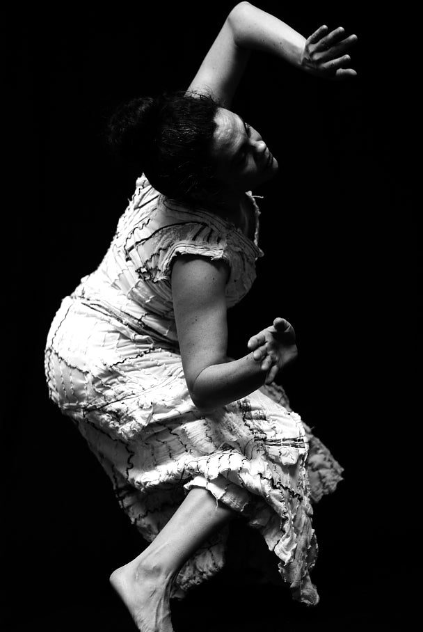 Choreography: Salome Diaz, Happiness, Shadboldt Centre for the Arts, Burnaby, BC, Canada. 2010  photography: Yvonne Chou
