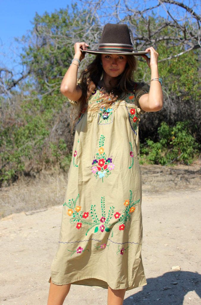 *SALE* Vintage Mexican Embroidered Dress
