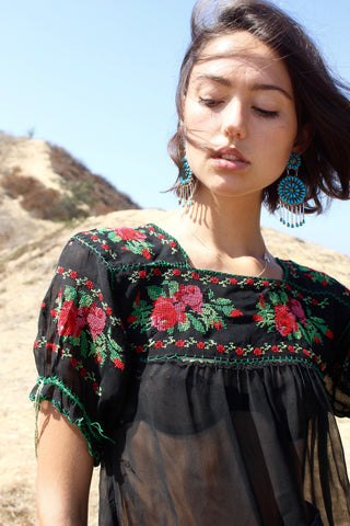 Folk Beauty Hand Embroidered 1940s Peasant Blouse