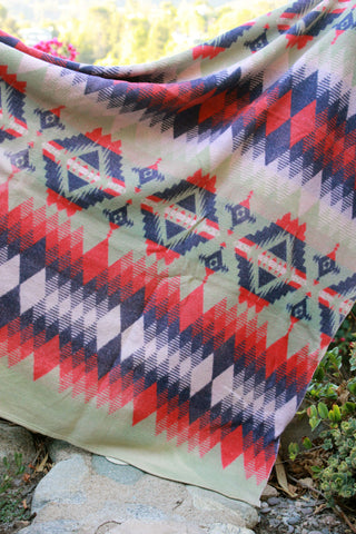 Beacon 1940s Native Pattern Indian Camp Blanket