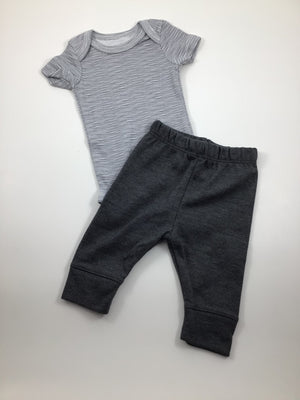 Boy's Short Sleeve Outfit - Size Newborn
