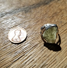 Load image into Gallery viewer, Moldavite ring (size 6)