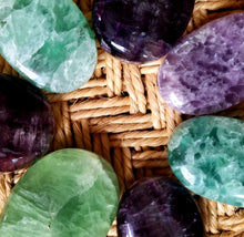 Load image into Gallery viewer, Fluorite palm stones