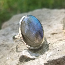 Load image into Gallery viewer, Labradorite ring (size 11)