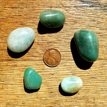 Load image into Gallery viewer, Aventurine (tumbled)