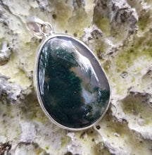Load image into Gallery viewer, Moss agate pendant