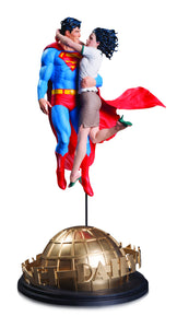 DC DESIGNER SER SUPERMAN & LOIS LANE BY FRANK STATUE
