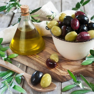 As your LIVE cooking begins, nibble on Portuguese Azeitonas (olives) with rich Azeite (olive oil).