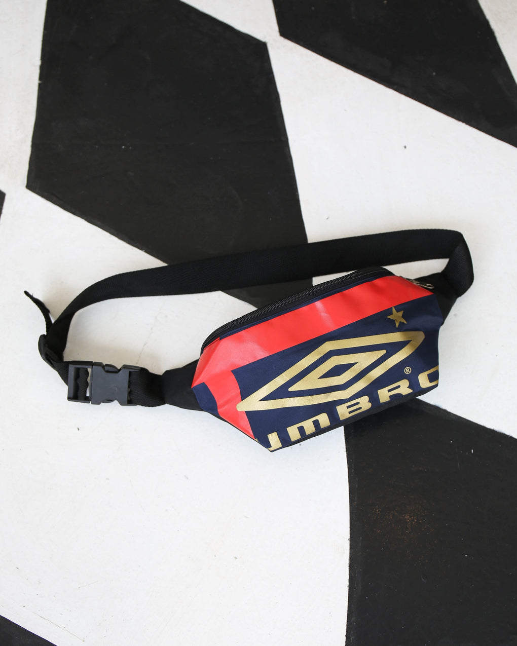UMBRO GOLD BUMBAG