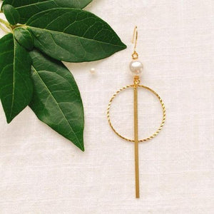 Pearl asymmetric earrings