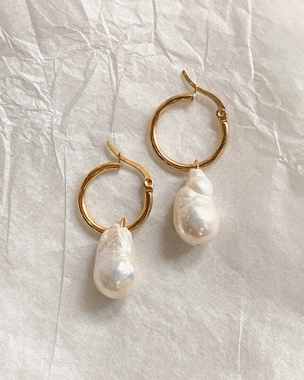 Armelle Pearl Hoops | Gold